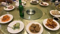 北京知名餐厅3000块一桌被吐槽,老字号招牌翻车被喷