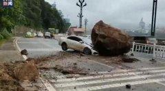 宜宾山体滑坡过路车辆被巨石砸中,事发路段已禁止车